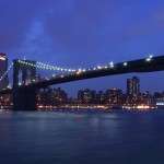 Brooklyn Bridge im Halbdunkel